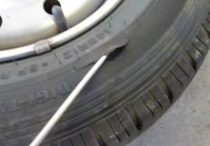 縁石にタイヤをぶつけてしまった